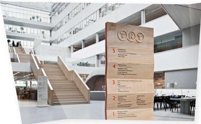 楼层指示牌是指示系统中最常见的指示牌,也叫大楼索引牌。无论是商场,还是商业大楼都离不开楼层指示牌。并且楼层指示牌是第一要素,企业文化、色彩、风格都会第一显示在楼层指示牌上。在指示系统中,楼层指示牌是必不可少的,它和立牌,楼导标识并称为导视三要素。